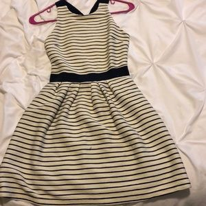 Fit and flair dress. White and navy striped.